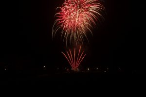 Image of some mixed fireworks going off
